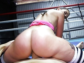 Boxer babe fucks her coach while during their training session